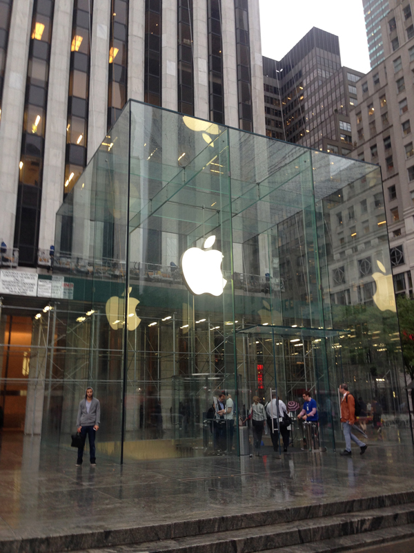 Apple on 5th