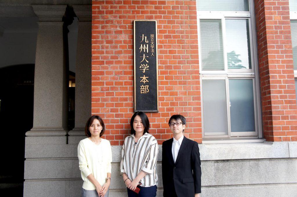 Photo of Chief Nariko Nakata, Chief Sachiko Takagi, and Daisuke Yokoyama, of the Information Planning Division, Information Systems Division, at Kyushu University.