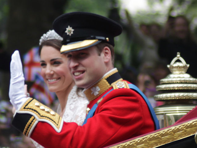 639px-All_smiles_Wedding_of_Prince_William_of_Wales_and_Kate_Middleton